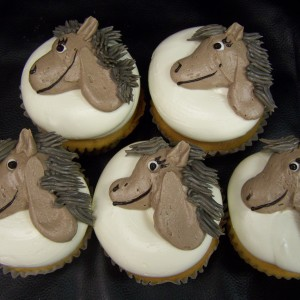 bc-horse-cupcakes-21-300x300