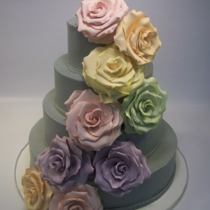 cascade-of-oversize-rc-roses2-300x300