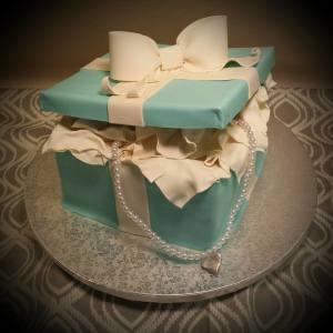 tiffany-box-with-plastic-pearls1-300x300