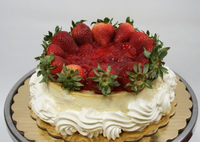 Vanilla cheesecake with strawberry topping